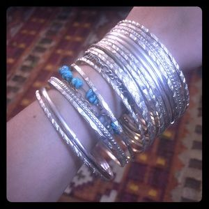 Jewelry - Set of silver toned bangles